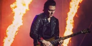 How To Play Guitar Like Synyster Gates