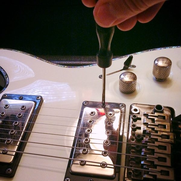Guitar Pickup Height Adjustment Step 1.2